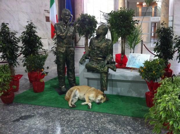 Statue in bronzo di Falcone e Borsellino nell'atrio del Palazzo di Giustizia di Palermo (fonte http://palermo.repubblica.it)